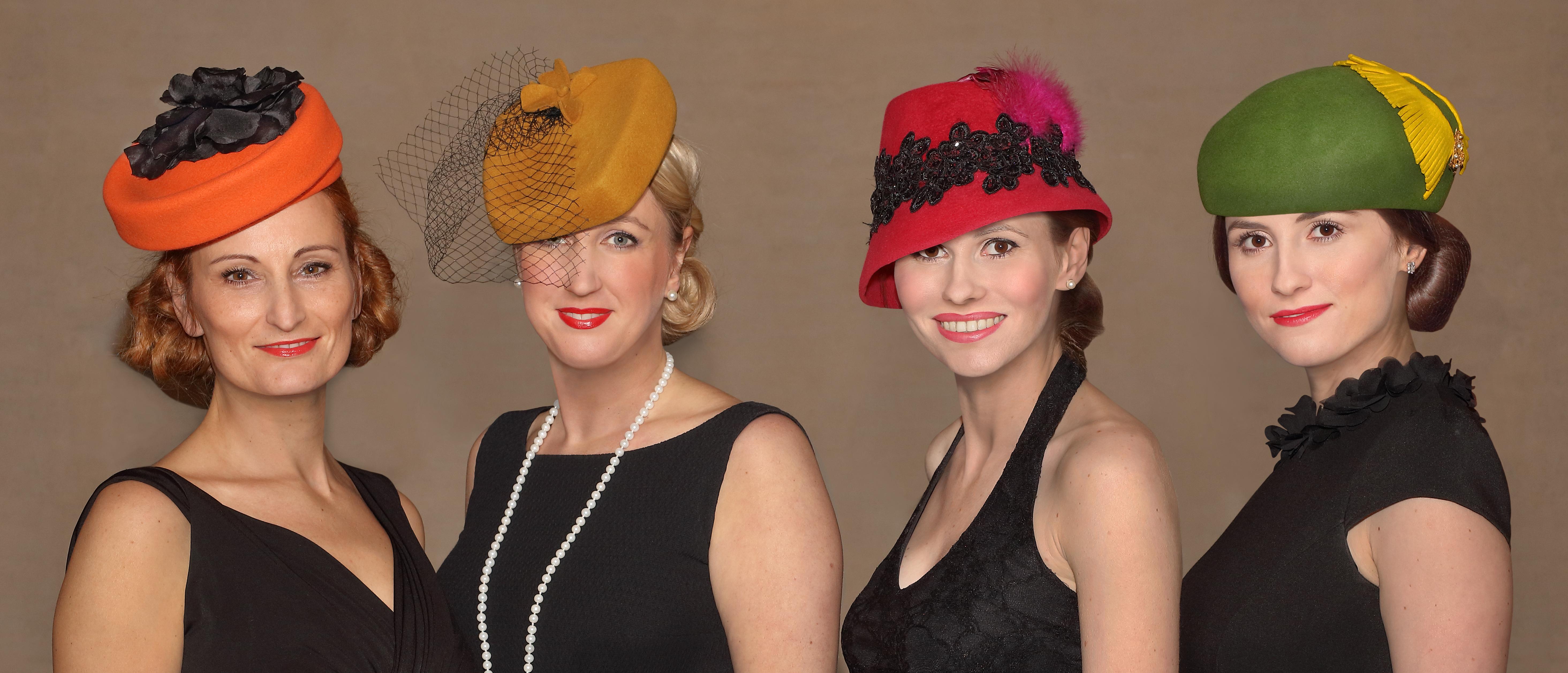 9. prosince dámská jízda mezi klobouky. Součástí akce bude i naše  přehlídka  V 18 hodin klobouková přehlídka proměny paní módy 20.-50. let  minulého století. 2820b4dc8e